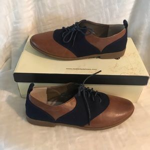 Women's Restricted Brand Shoes Size 6 NWT